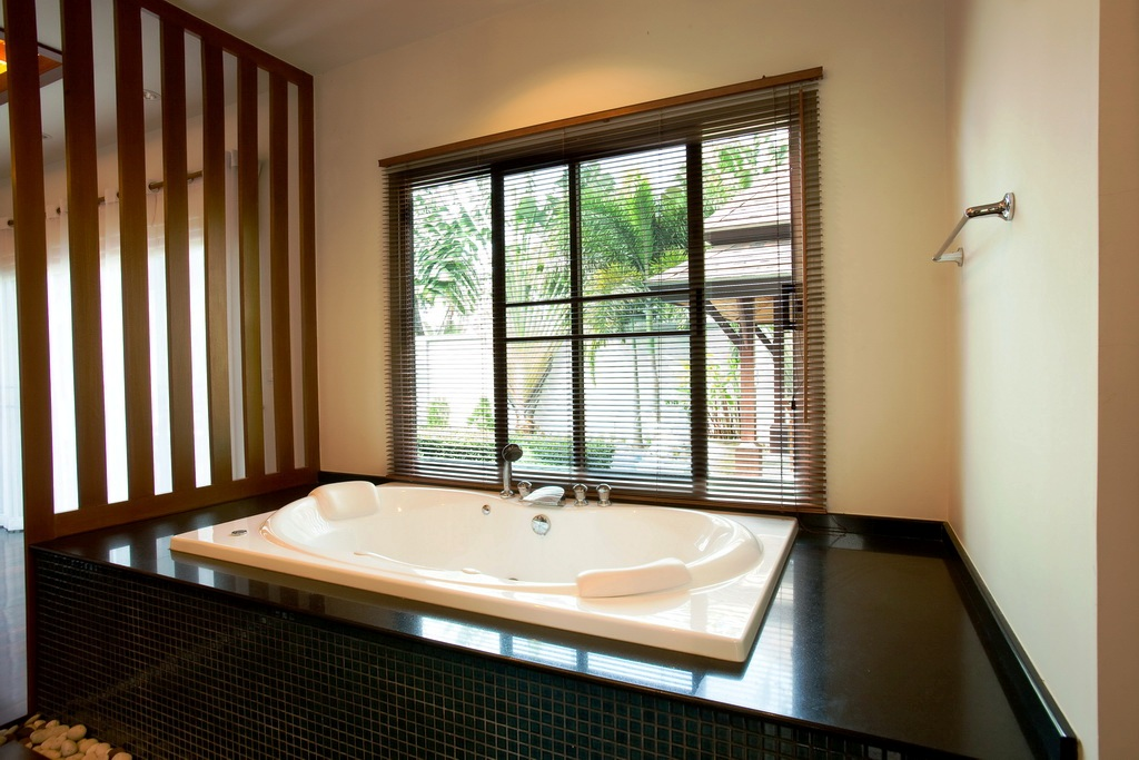 Private pool villa in Nai Harn for rent-v1_8576_k.jpg