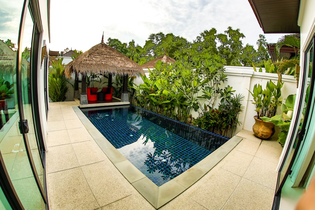 Luxurious Pool Villa For Rent-v1_3104_q.jpg