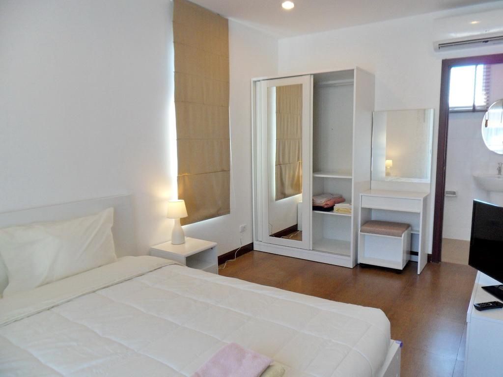 Modern townhouse for rent-v1_3667_i.jpg