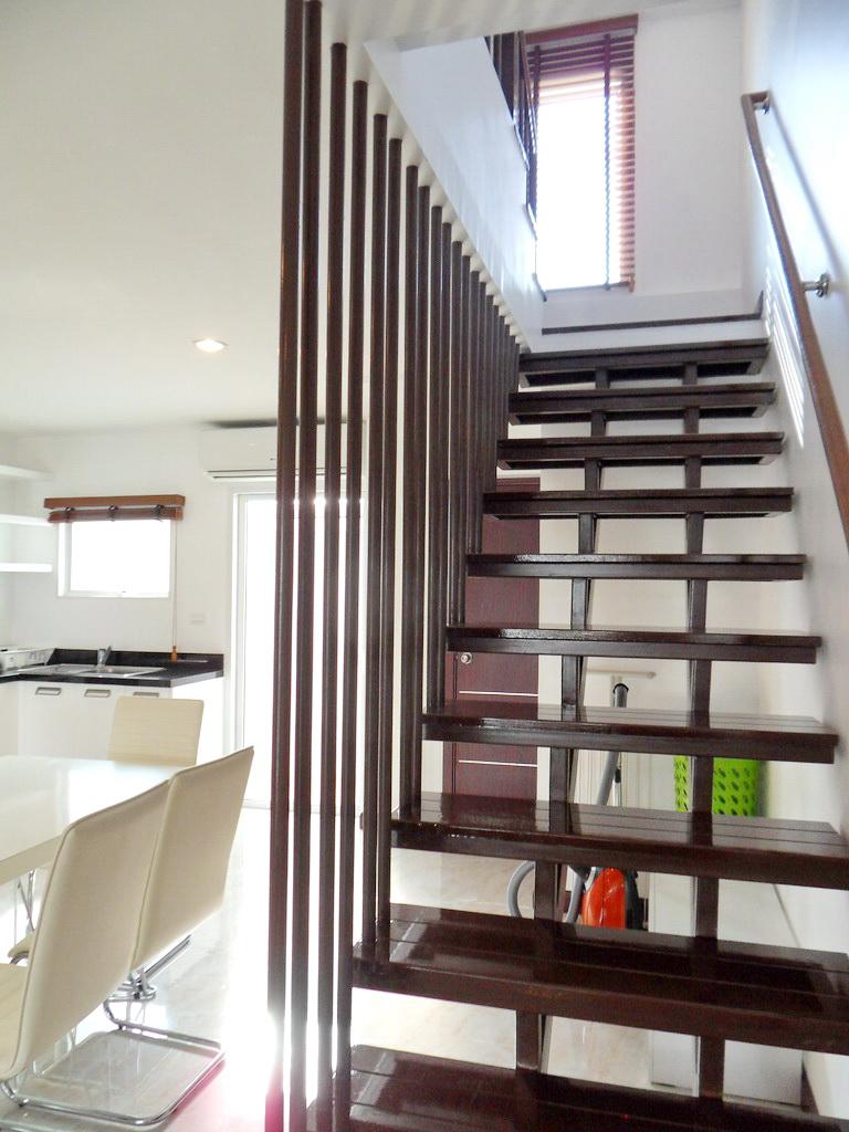 Modern townhouse for rent-v1_9236_f.jpg