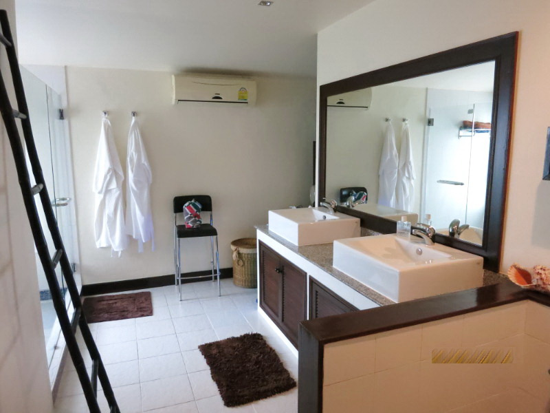 Pool view villa in Cherngtalay for Sale