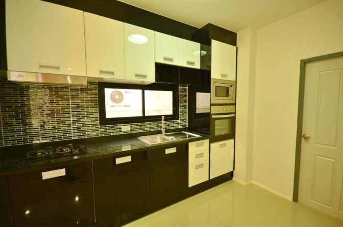 Charming House in Kathu for  Rent-d.jpg