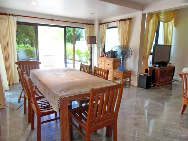 Private Cozy Villa in Kathu for Sale-D.JPG