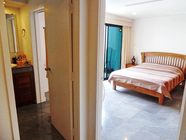 Private Cozy Villa in Kathu for Sale-G.JPG